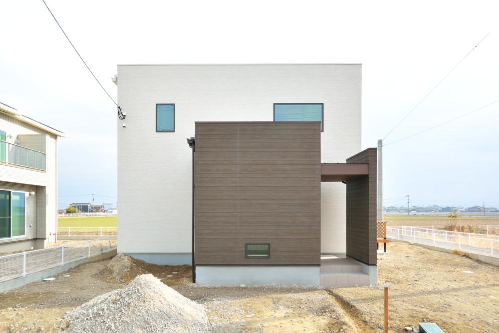 ホワイト+ブラウンの四角いお家、注文住宅Simple Box + Box(シンプルボックス+ボックス)01