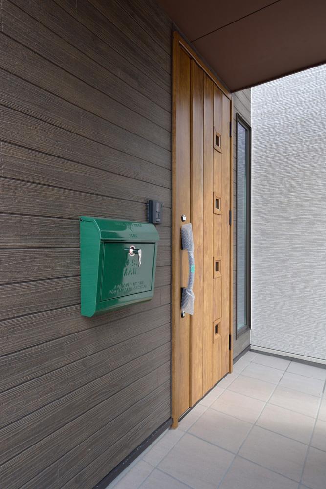 ホワイト+ブラウンの四角いお家、注文住宅Simple Box + Box(シンプルボックス+ボックス)02