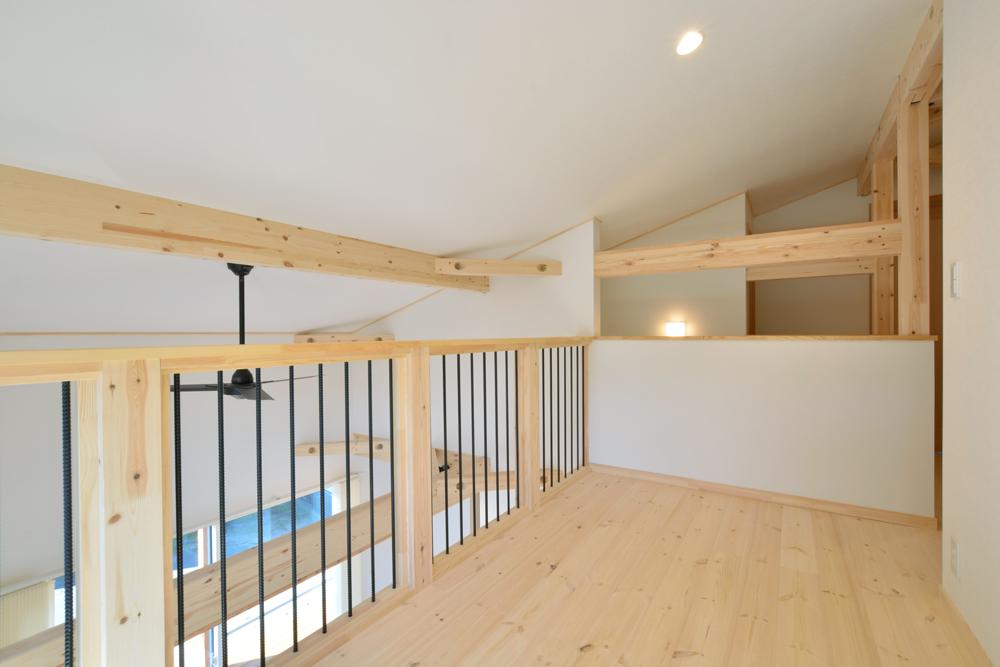片流れ屋根+黒いガルバリウムの外壁、注文住宅 LOAFER(ローファー)13