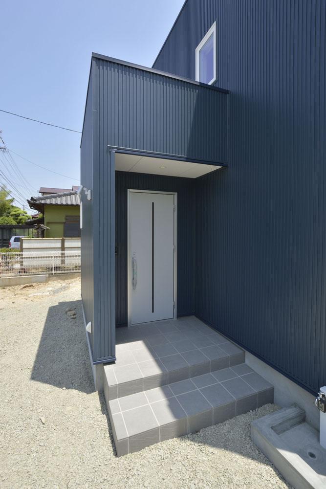 青いガルバの四角いお家、注文住宅Simple Box(シンプルボックス)02