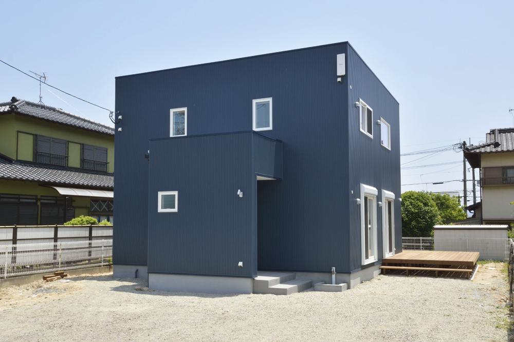 青いガルバの四角いお家、注文住宅Simple Box(シンプルボックス)01