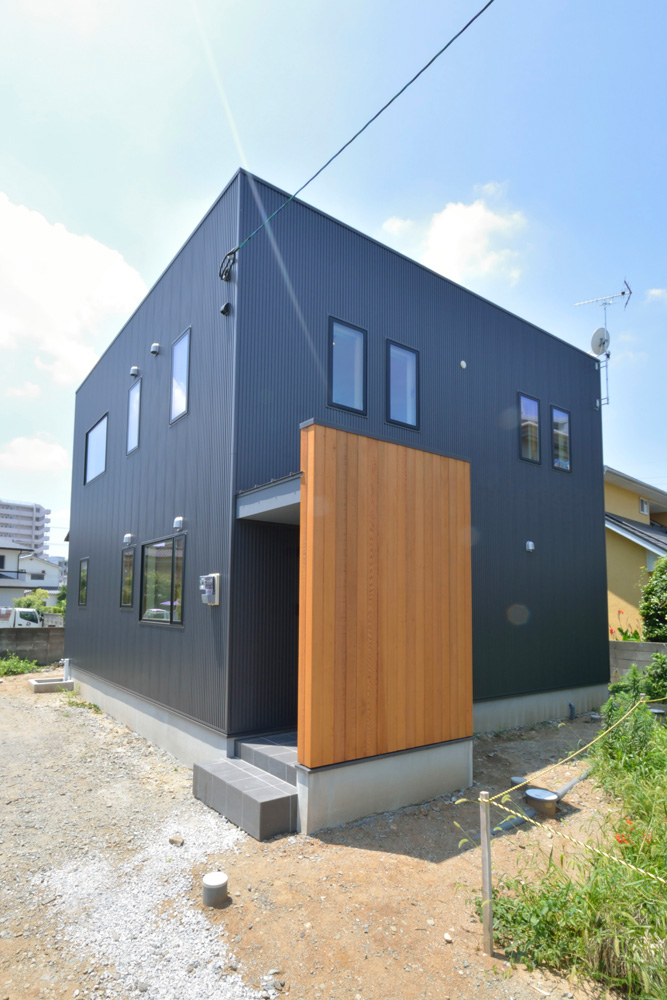 黒いガルバの四角いお家、注文住宅Simple Box(シンプルボックス)01