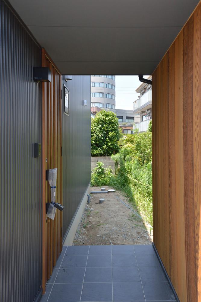 黒いガルバの四角いお家、注文住宅Simple Box(シンプルボックス)02