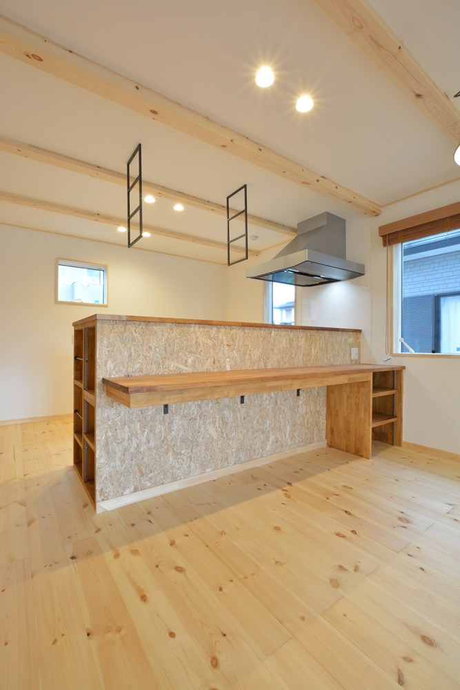 片流れ屋根+白いガルバリウムの外壁、注文住宅 LOAFER(ローファー)05