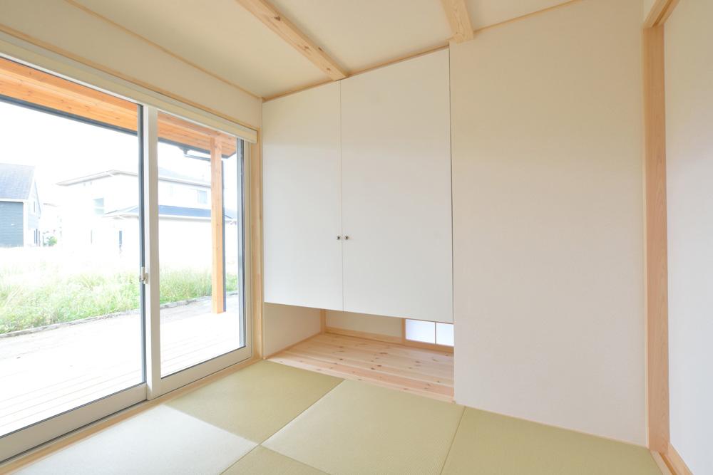 片流れ屋根+白いガルバリウムの外壁、注文住宅 LOAFER(ローファー)11