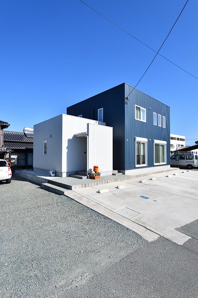 ネイビーと白のお家、注文住宅Simple Box+Box(シンプルボックス+ボックス)01
