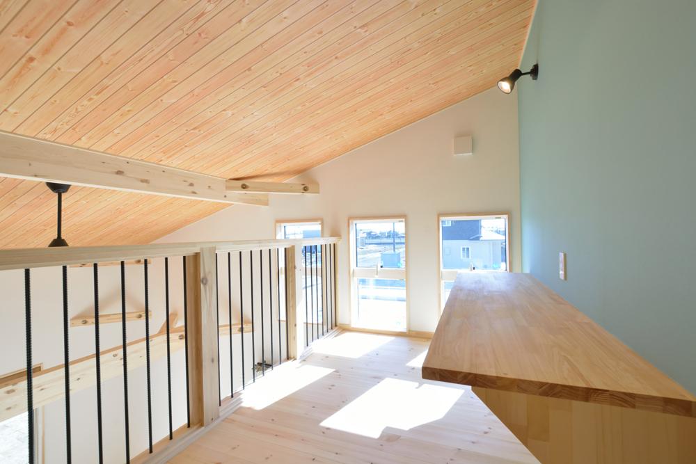 片流れ屋根+黒いガルバリウムの外壁、注文住宅 LOAFER(ローファー)14