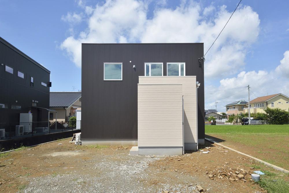 茶色のガルバのお家、注文住宅Simple Box+Box(シンプルボックス+ボックス)02