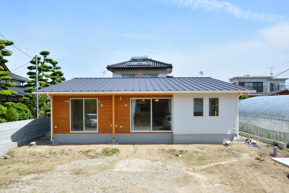 青空が似合う平屋のお家、注文住宅COVACO(コバコ)01