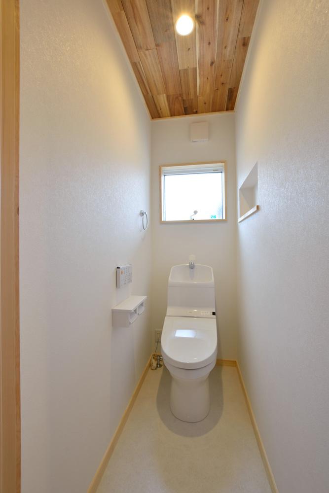 アカシアの床材がぴったりな大人の雰囲気の注文住宅 LOAFER(ローファー)14