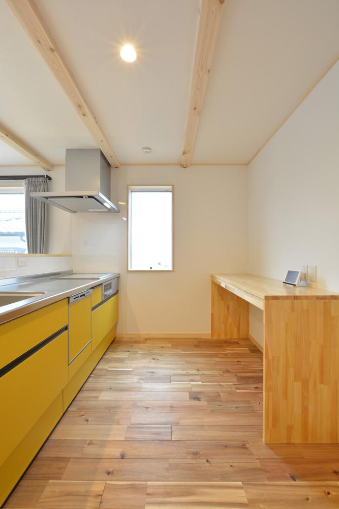 アカシアの床材がぴったりな大人の雰囲気の注文住宅 LOAFER(ローファー)07