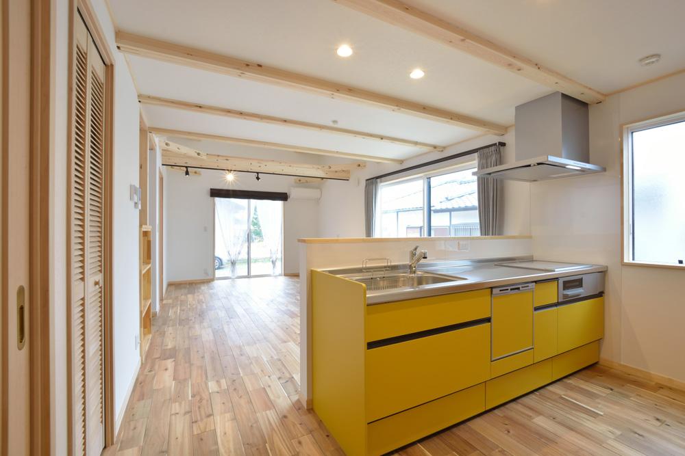 アカシアの床材がぴったりな大人の雰囲気の注文住宅 LOAFER(ローファー)06