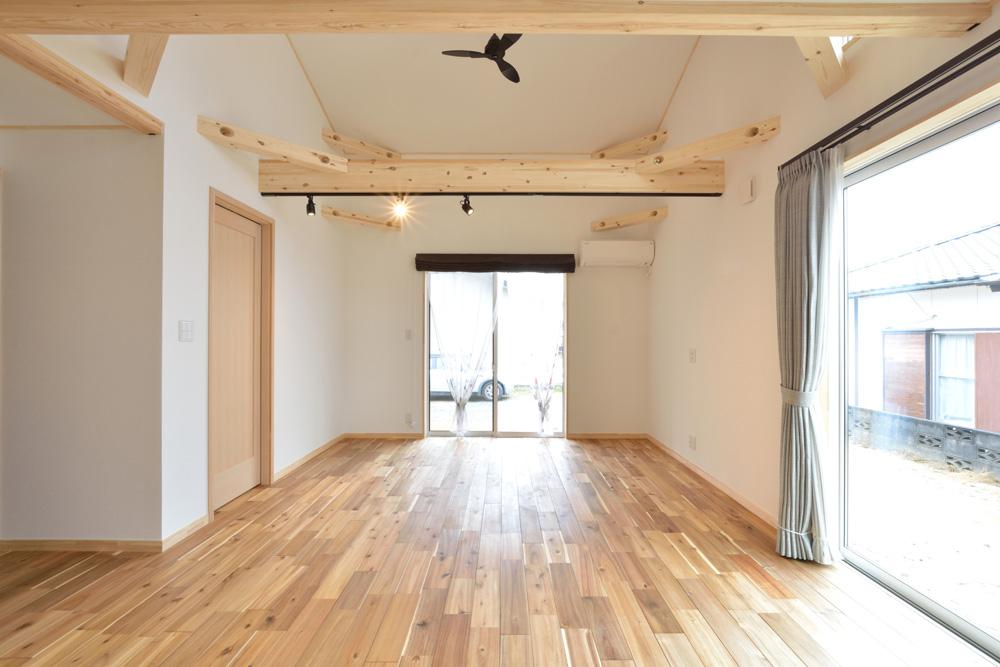 アカシアの床材がぴったりな大人の雰囲気の注文住宅 LOAFER(ローファー)08