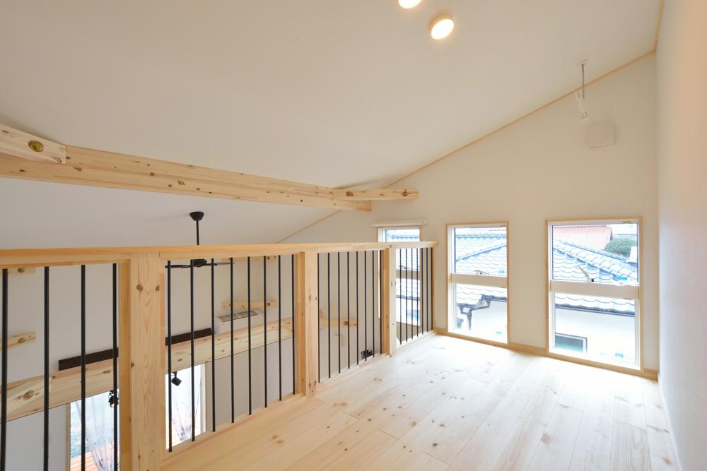 アカシアの床材がぴったりな大人の雰囲気の注文住宅 LOAFER(ローファー)09