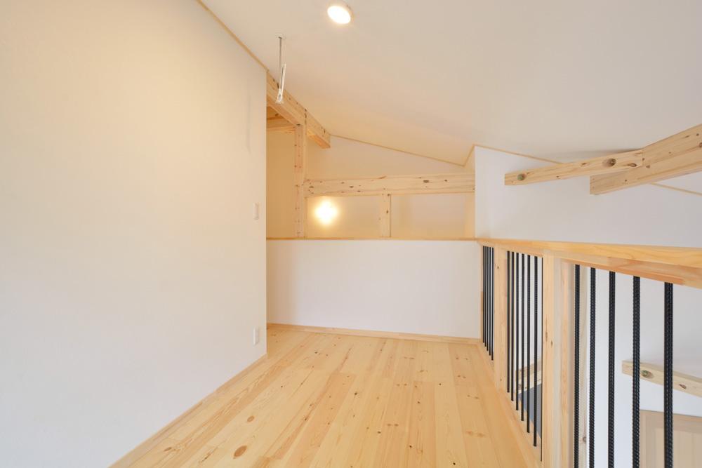 アカシアの床材がぴったりな大人の雰囲気の注文住宅 LOAFER(ローファー)11