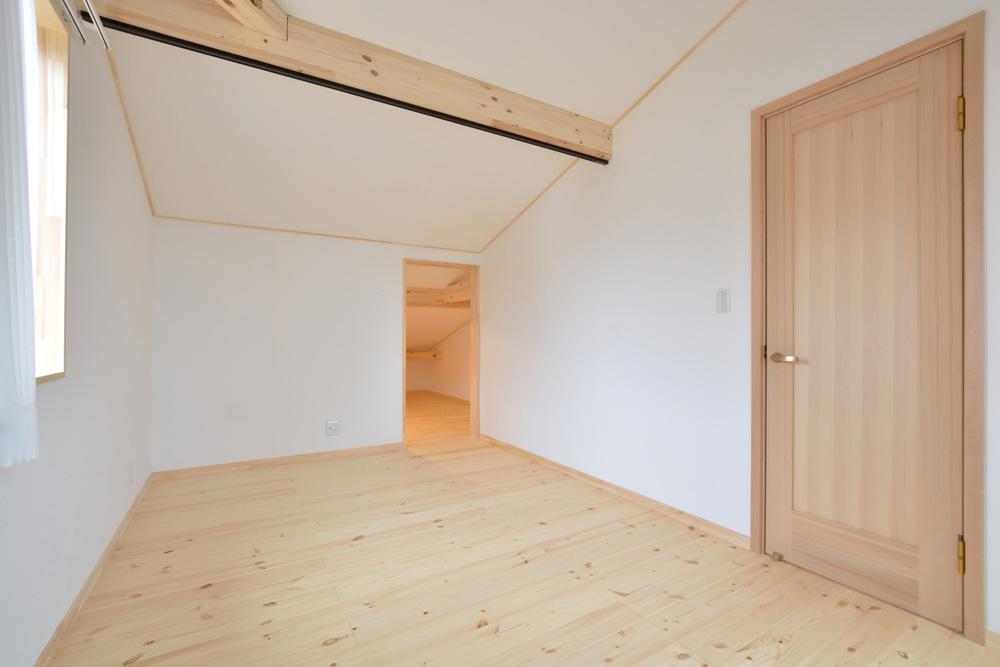 アカシアの床材がぴったりな大人の雰囲気の注文住宅 LOAFER(ローファー)12