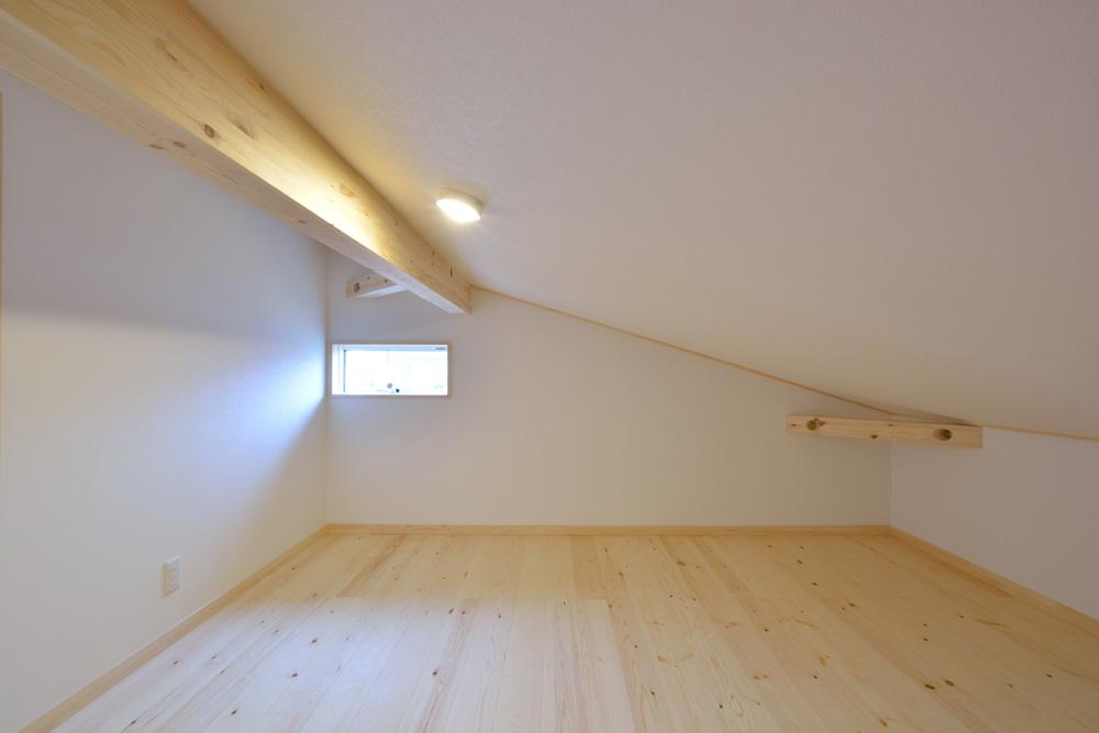 アカシアの床材がぴったりな大人の雰囲気の注文住宅 LOAFER(ローファー)13