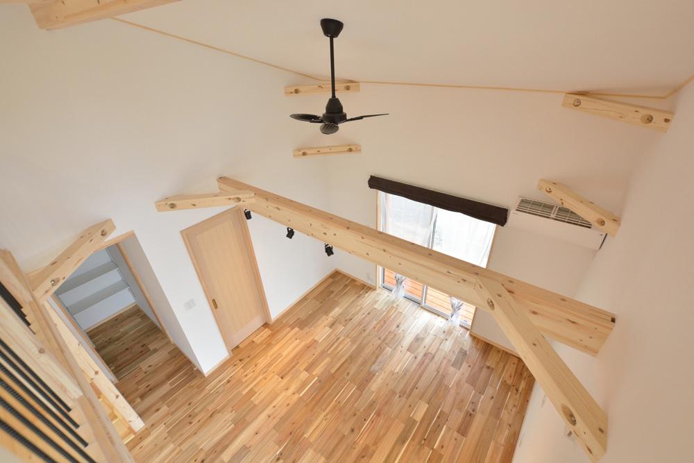 アカシアの床材がぴったりな大人の雰囲気の注文住宅 LOAFER(ローファー)10