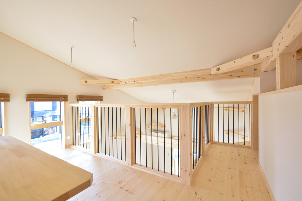 片流れ屋根+白いガルバリウムの外壁、注文住宅 LOAFER(ローファー)07