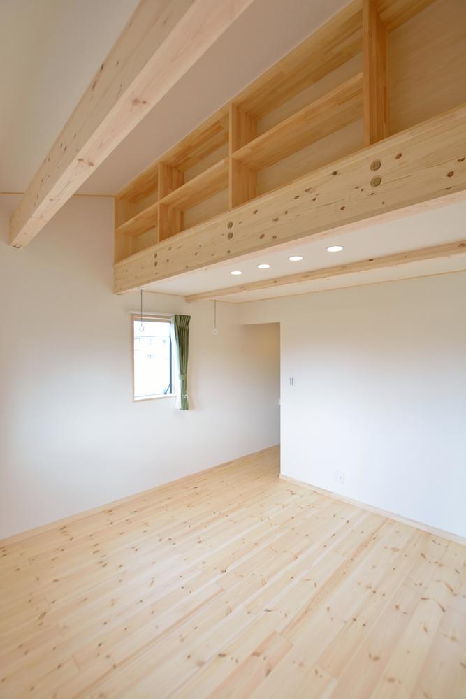 片流れ屋根+白いガルバリウムの外壁、注文住宅 LOAFER(ローファー)10