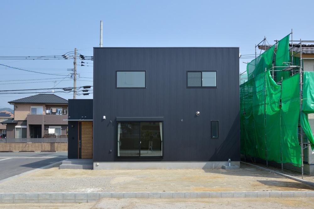 黒いガルバの四角いお家、注文住宅Simple Box+Box(シンプルボックス+ボックス)02