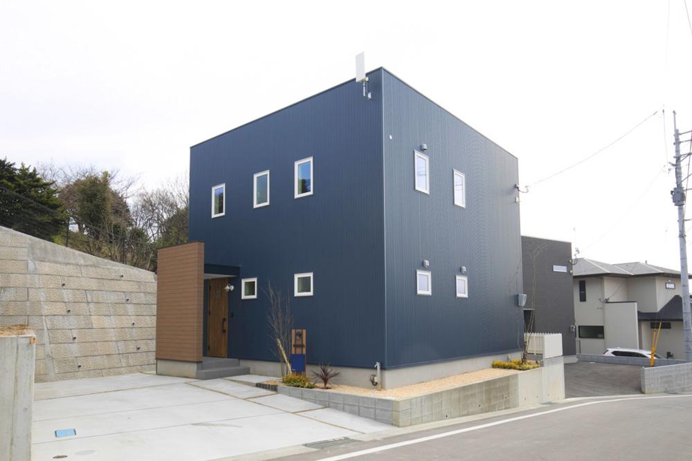 ネイビーの四角いお家、注文住宅Simple Box(シンプルボックス)01