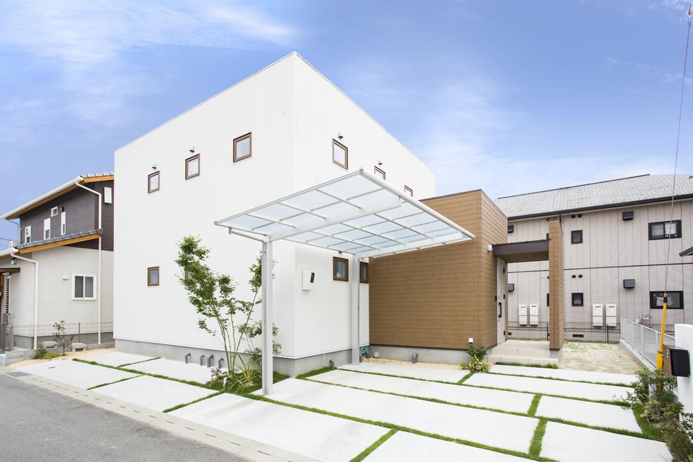 白いシンプルな四角いお家、注文住宅Simple Box+Box(シンプルボックス+ボックス)02