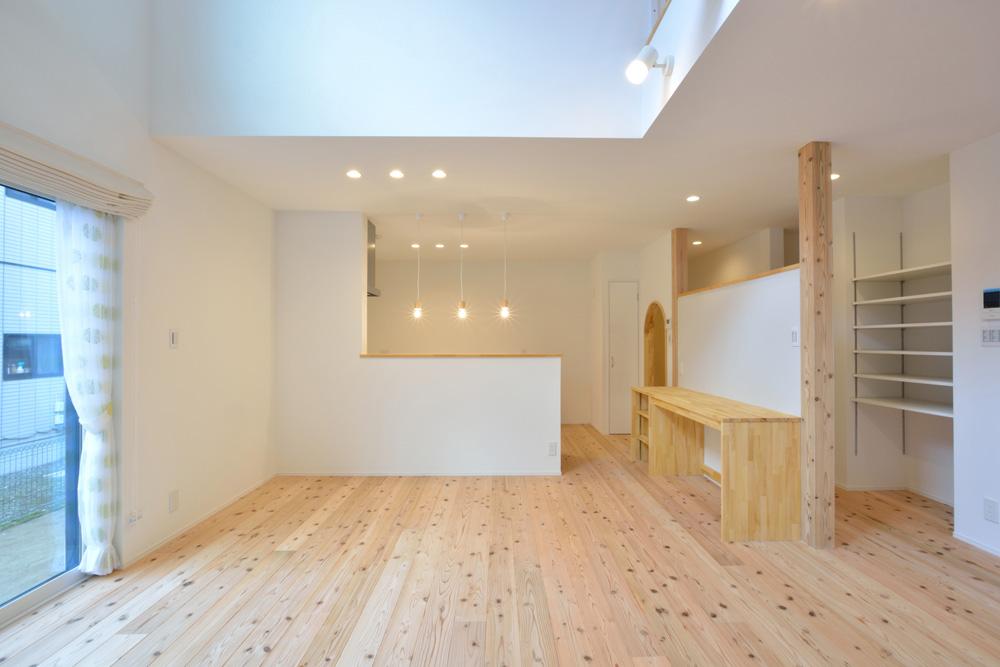 白いシンプルな四角いお家、注文住宅Simple Box+Box(シンプルボックス+ボックス)06