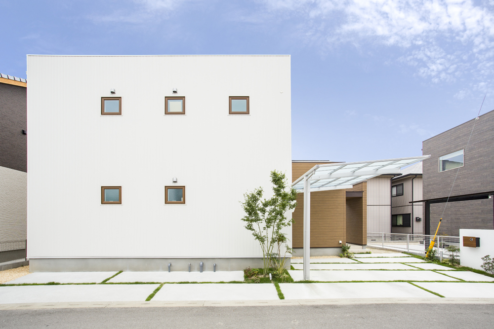 白いシンプルな四角いお家、注文住宅Simple Box+Box(シンプルボックス+ボックス)01