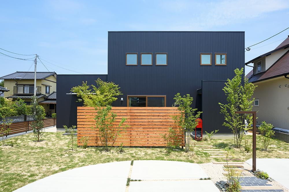 シンプルな四角いお家、注文住宅Simple Box+Box(シンプルボックス)01