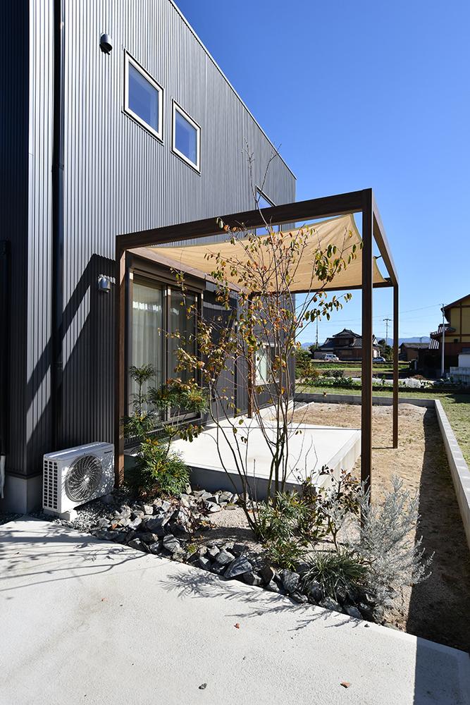 黒いシンプルな四角いお家、注文住宅Simple Box+Box(シンプルボックス+ボックス)04