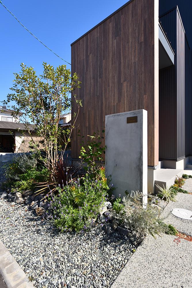 黒いシンプルな四角いお家、注文住宅Simple Box+Box(シンプルボックス+ボックス)03