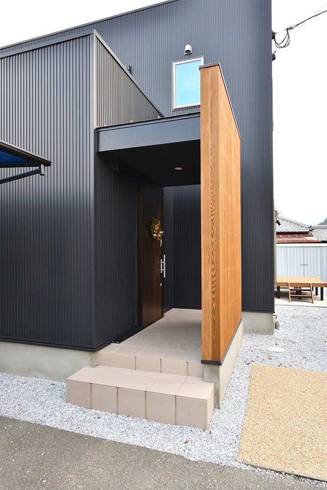 黒いシンプルな四角いお家、注文住宅Simple Box+Box(シンプルボックス+ボックス)02
