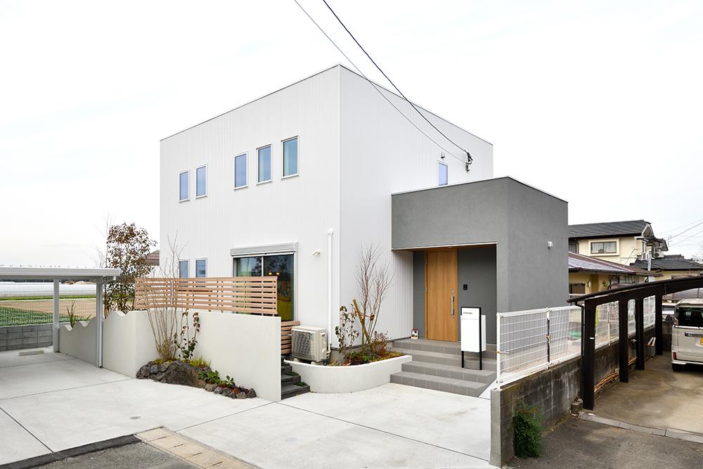 ガルバリウム+塗り壁の四角いお家、注文住宅Simple Box02