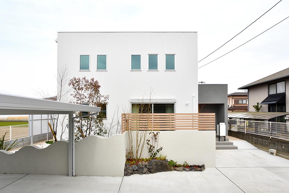 ガルバリウム+塗り壁の四角いお家、注文住宅Simple Box01
