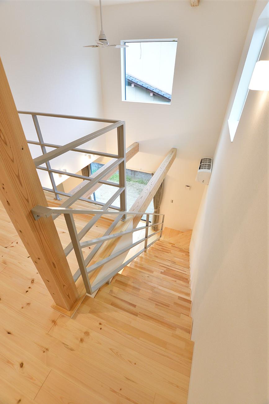 ダークグリーンのシンプルな四角いお家、注文住宅Simple Box03