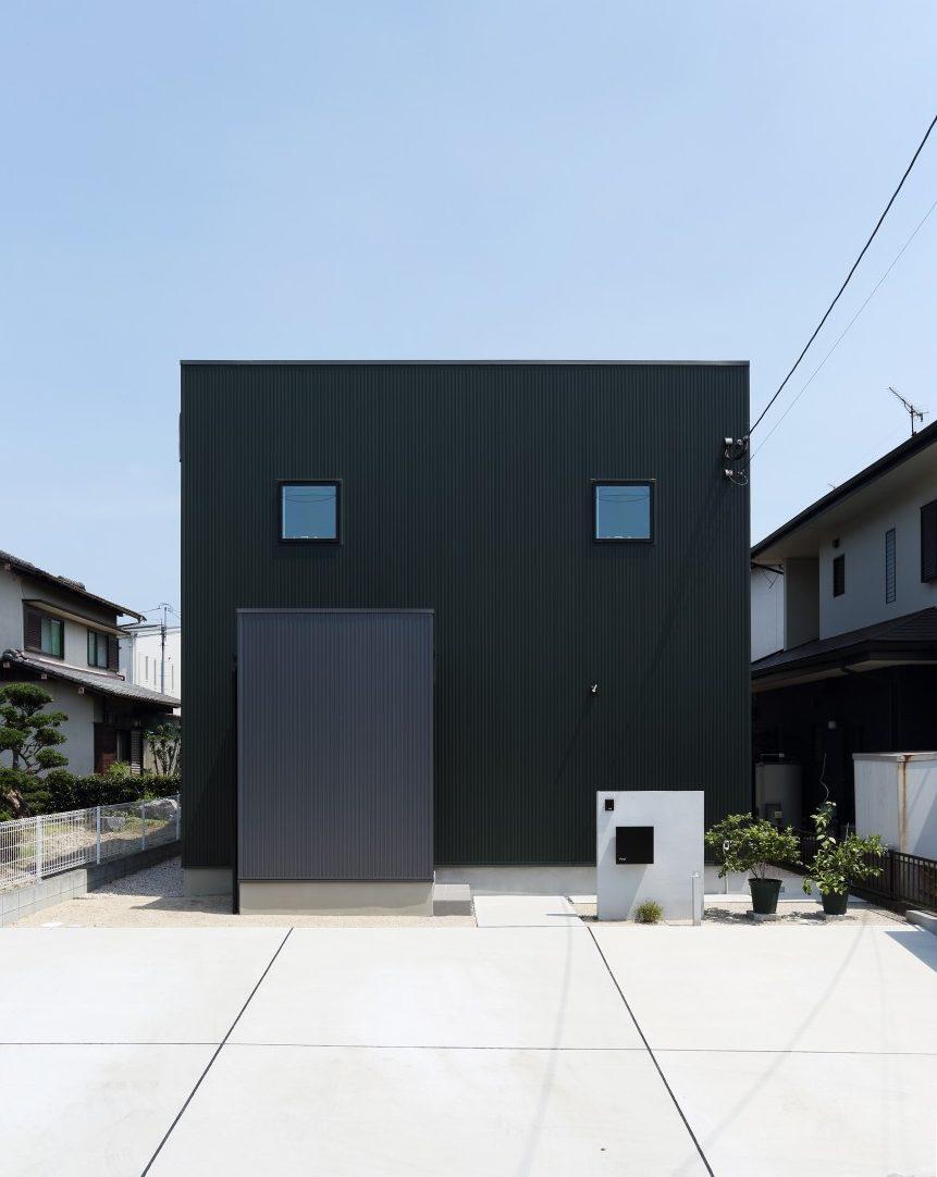 ダークグリーンのシンプルな四角いお家、注文住宅Simple Box01