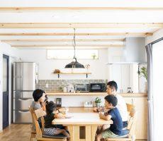 木と石の組み合わせがスタイリッシュな外構のお家、BinO LOAFER(ビーノ ローファー)。