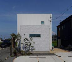 福岡県久留米市の注文住宅会社ホームラボのSimpleBox外観施工事例画像