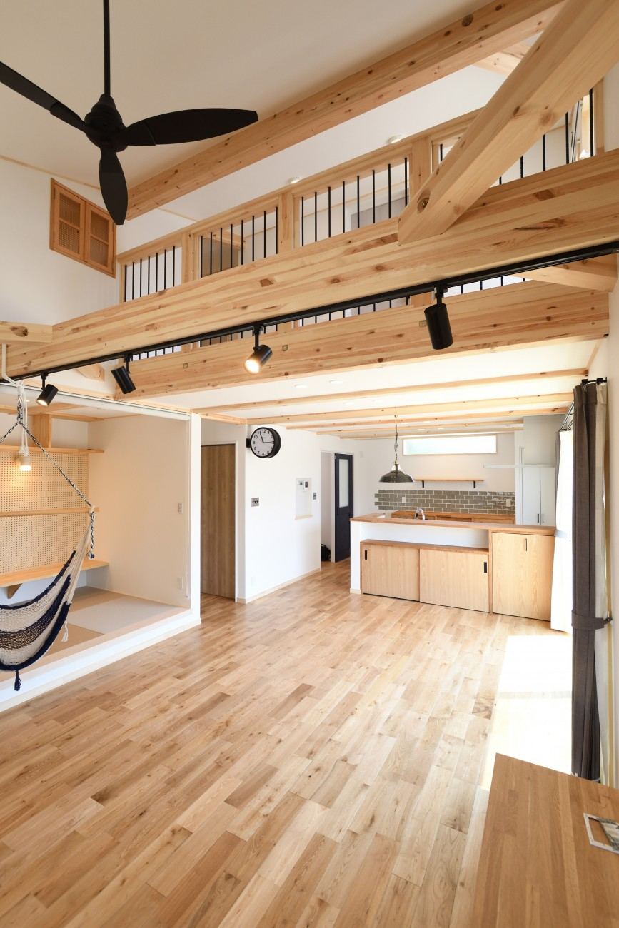 木と石の組み合わせがスタイリッシュな外構のお家、FREEQ LOFER(フリーク ローファー)。12