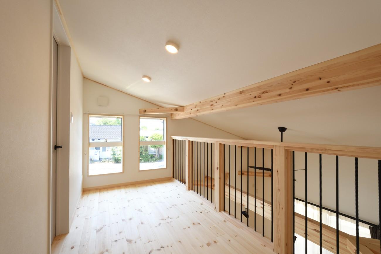 木と石の組み合わせがスタイリッシュな外構のお家、FREEQ LOFER(フリーク ローファー)。13
