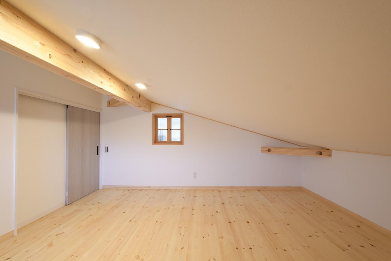 木と石の組み合わせがスタイリッシュな外構のお家、FREEQ LOFER(フリーク ローファー)。14