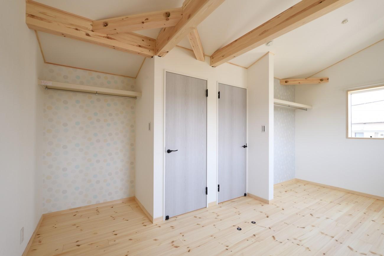 木と石の組み合わせがスタイリッシュな外構のお家、FREEQ LOFER(フリーク ローファー)。15