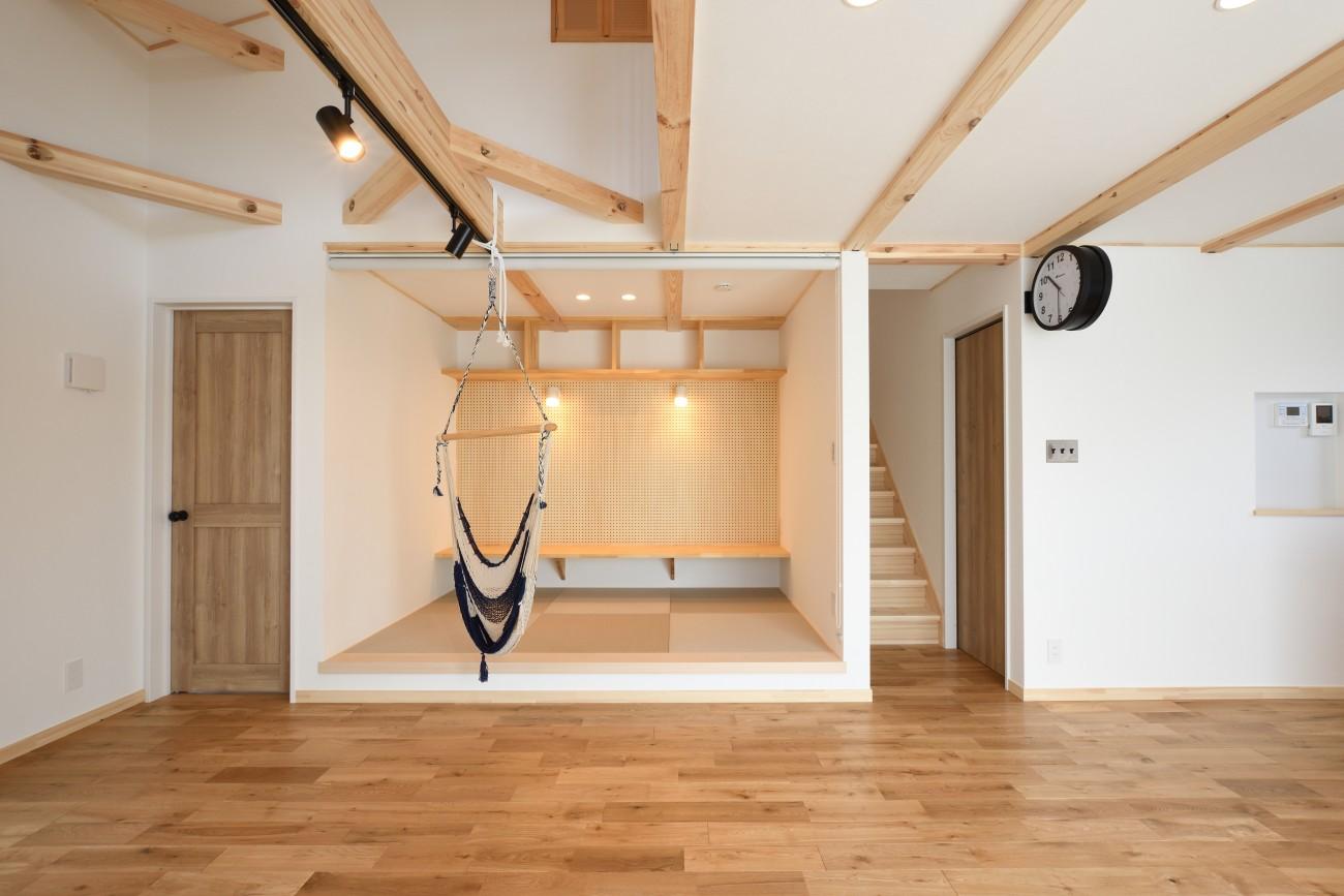 木と石の組み合わせがスタイリッシュな外構のお家、FREEQ LOFER(フリーク ローファー)。09