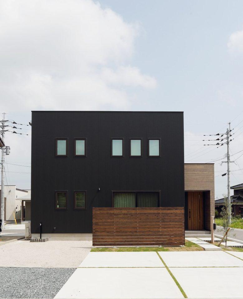 黒とオークのツートンがかっこいいお家、注文住宅Simple Box +Box(シンプルボックル+ボックス) 01
