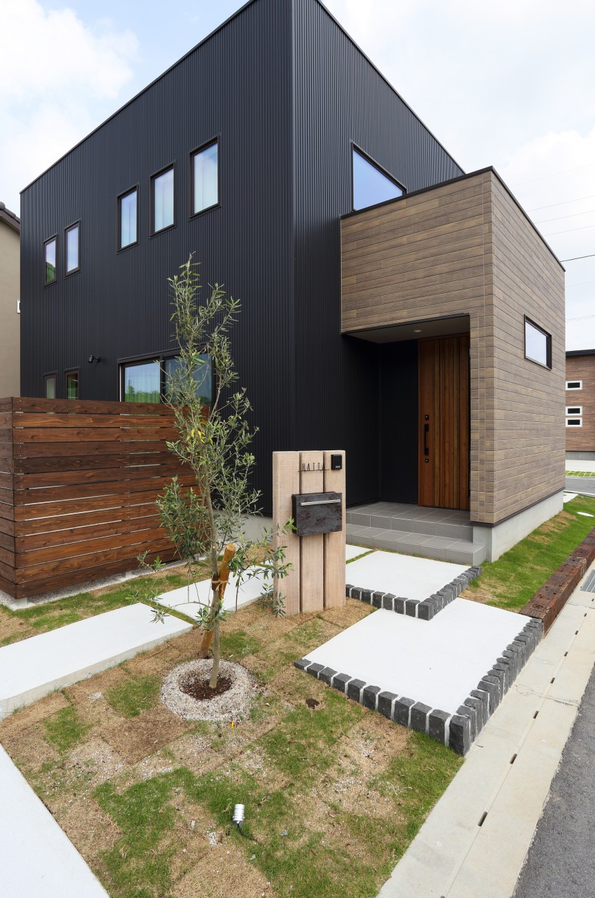 黒とオークのツートンがかっこいいお家、注文住宅Simple Box +Box(シンプルボックル+ボックス) 02