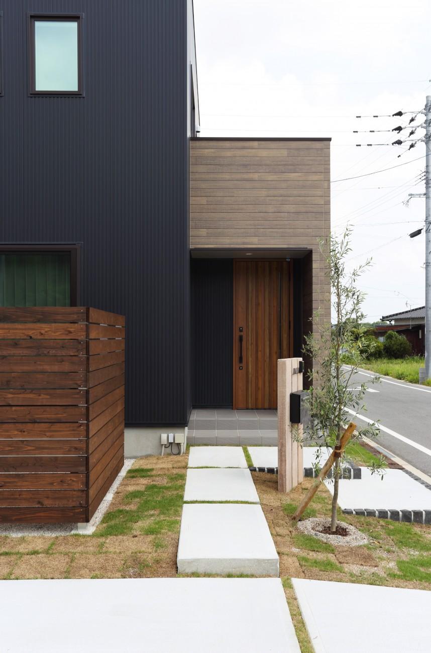 黒とオークのツートンがかっこいいお家、注文住宅Simple Box +Box(シンプルボックル+ボックス) 03