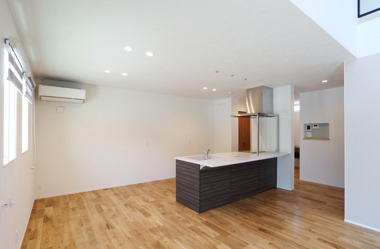 黒とオークのツートンがかっこいいお家、注文住宅Simple Box +Box(シンプルボックル+ボックス) 05