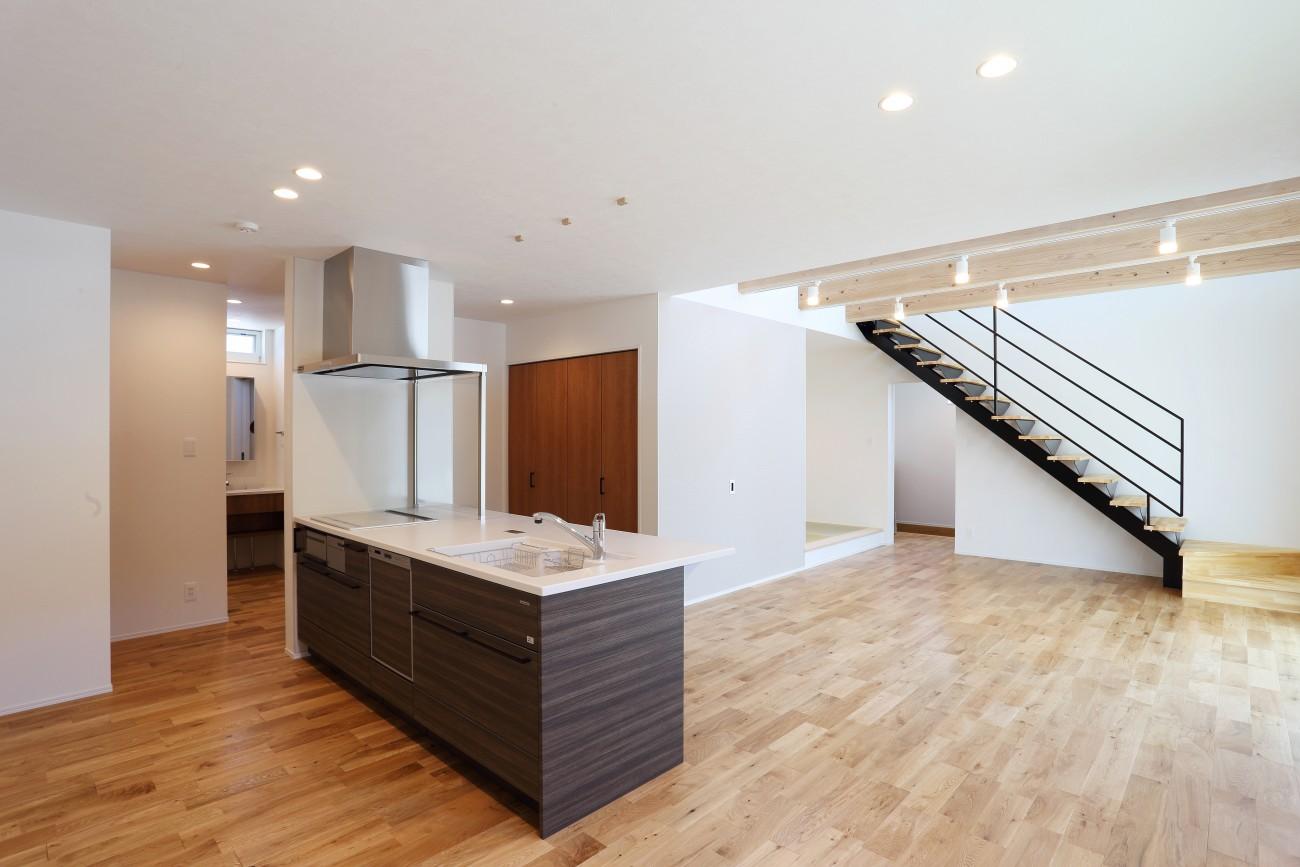 黒とオークのツートンがかっこいいお家、注文住宅Simple Box +Box(シンプルボックル+ボックス) 06