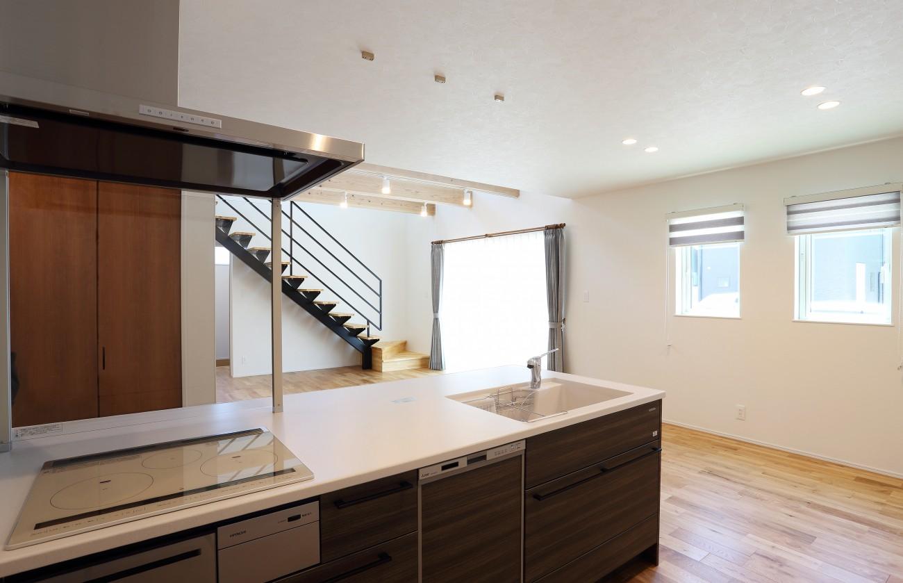 黒とオークのツートンがかっこいいお家、注文住宅Simple Box +Box(シンプルボックル+ボックス) 07